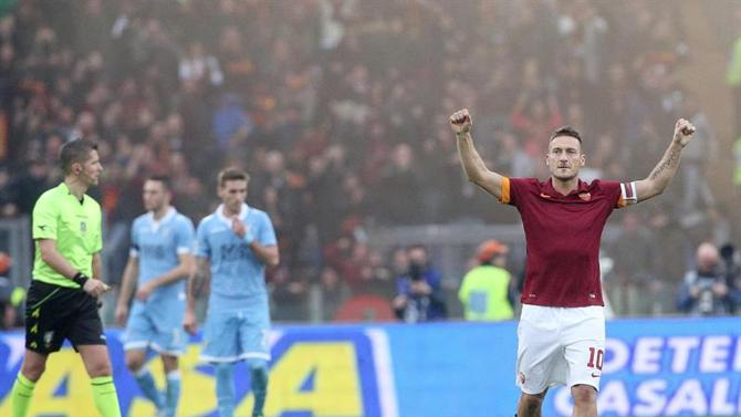توتي يقود فريقه روما لإدارك التعادل ضد الجار لاتسيو