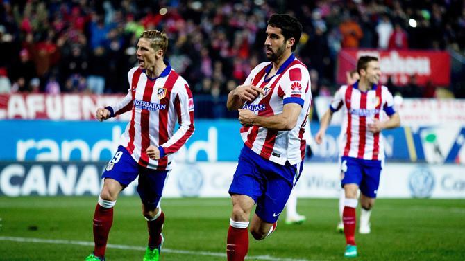 راؤول غارسيا يحتفل بهدفه في ريال مدريد من ضربة جزاء