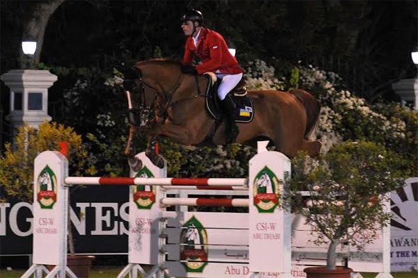 من منافسات الجائزة الكبرى في أبوظبي لقفز الحواجز