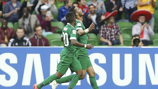 فرحة نايف هزازي ونواف العابد في مباراة السعودية ضد الكوريين