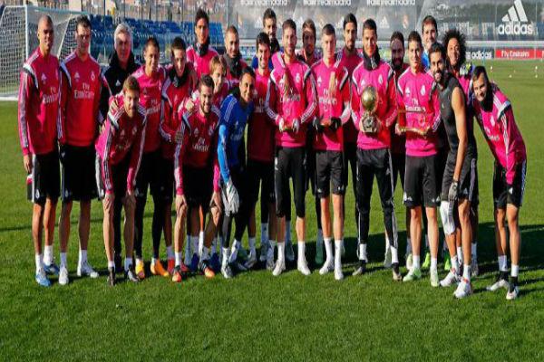 لاعبو ريال مدريد يحتفلون بفوز كريستيانو رونالدو بجائزة الكرة الذهبية