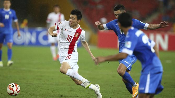 من مباراة الصين وأوزبكستان