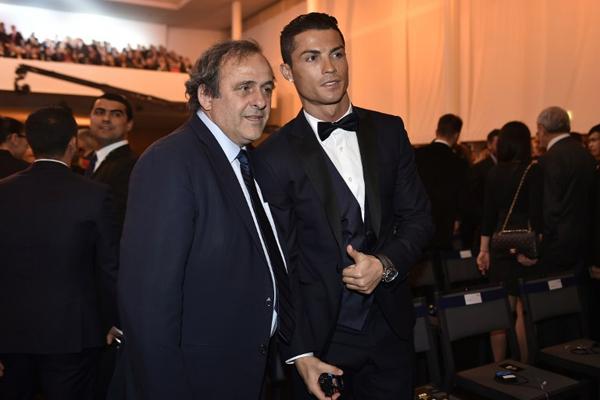 رونالدو رفقة بلاتيني في حفل الكرة الذهبية