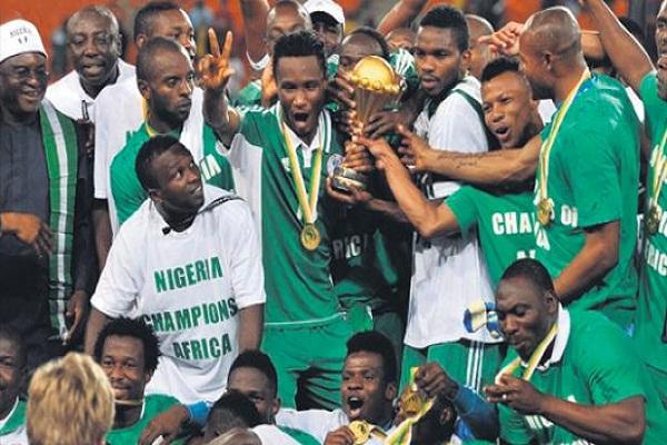 منتخب نيجيريا اخر المتوجين