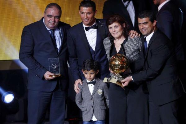 أسرة كريستيانو رونالدو في حفل الكرة الذهبية 2014