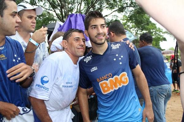 النجم البرازيلي الشاب لوكاس سيلفا متوسط ميدان فريق كروزيرو