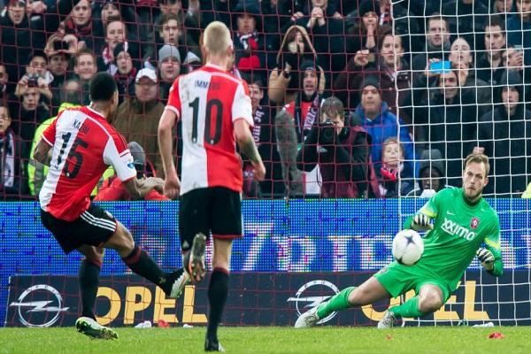 فيينورد روتردام يحتفظ بصدارة الدوري الهولندي