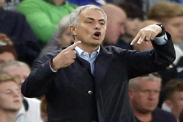 البرتغالي جوزيه مورينيو مدرب فريق تشيلسي بطل الدوري الإنكليزي