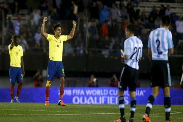 الأرجنتين سقطت على أرضها أمام الإكوادور بثنائية