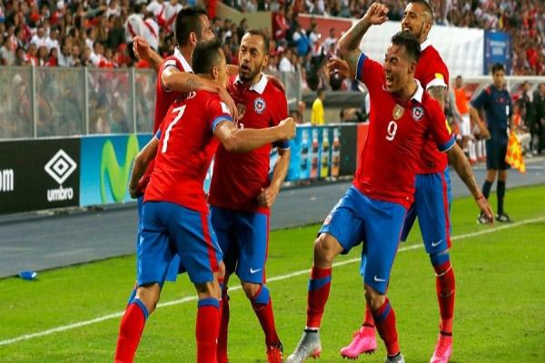 من مباراة تشيلي والبيرو