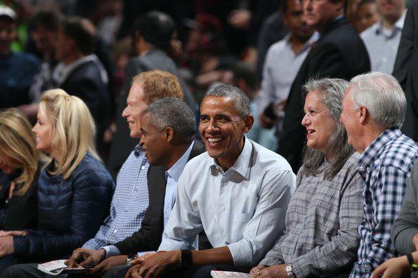 أوباما حضر في مدرجات ملعب شيكاغو بولز وكليفلاند كافالييرز
