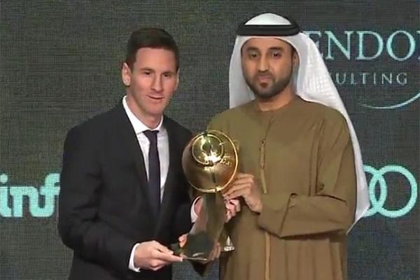 ميسي يتوج بجائزة غلوب سوكر لأفضل لاعب في العالم