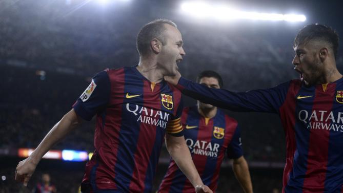 فرحة لاعبي برشلونة بهدف إنييستا