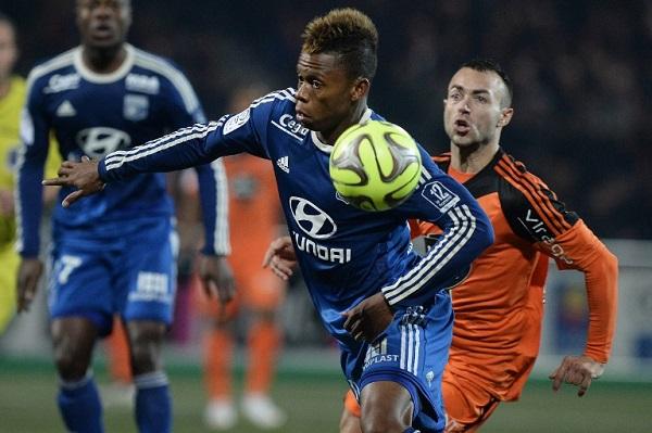 ليون يخفق في الابتعاد بصدارة الدوري الفرنسي