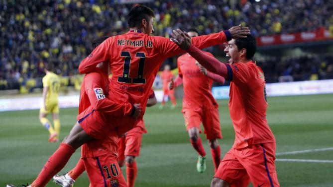 فرحة لاعبي برشلونة بأحد أهداف نيمار في المباراة