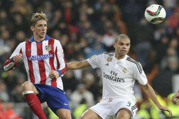 بيبي وتوريس في مباراة سابقة في دربي مدريد