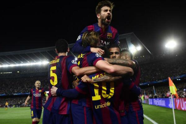 فرحة بيكيه وزملائه في برشلونة بالفوز الكبير على بايرن ميونيخ