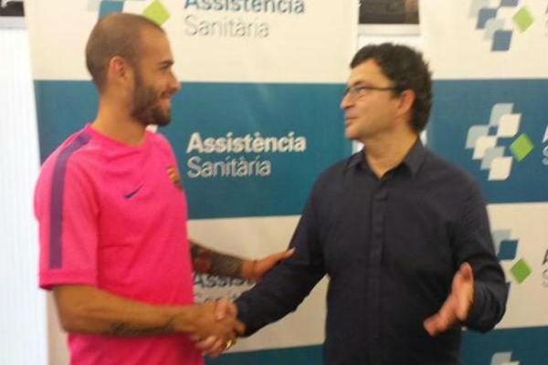 أليكس فيدال يجري الفحوصات الطبية في برشلونة قبل انضمامه رسمياً