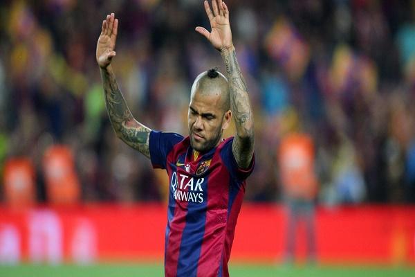 برشلونة يطالب ألفيس برد سريع على عرض التجديد