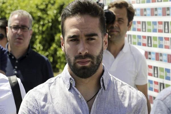 النجم الإسباني داني كارفاخال مدافع فريق ريال مدريد