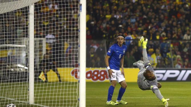 كرة الكولومبي جيسون موريو في شباك البرازيل