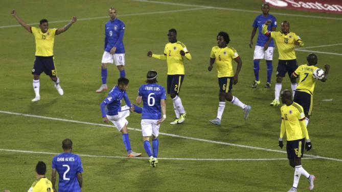 فرحة الكولومبيين بالفوز على البرازيل بهدف نظيف