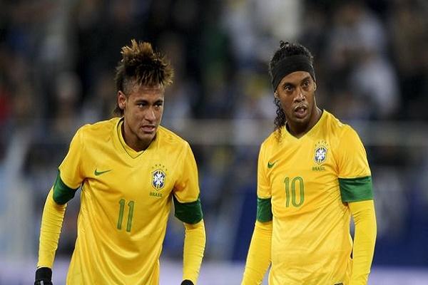 رونالدينيو ونيمار بقميص المنتخب البرازيلي