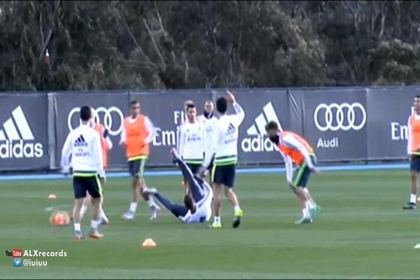 خيسي يحرج رونالدو ويسقطه أرضاً في تدريبات ريال مدريد