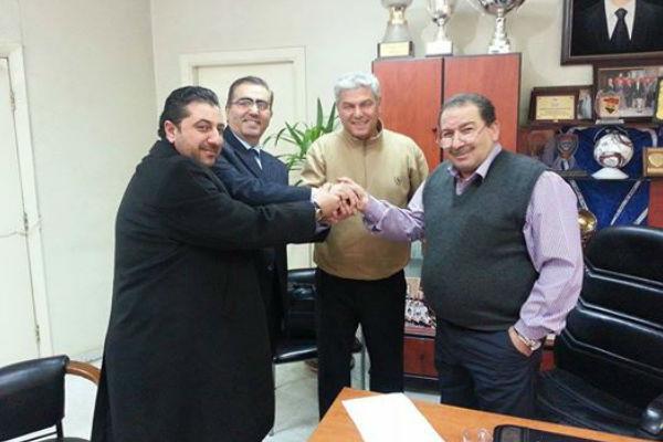 مروان خوري يتوسط أعضاء اتحاد الكرة السوري