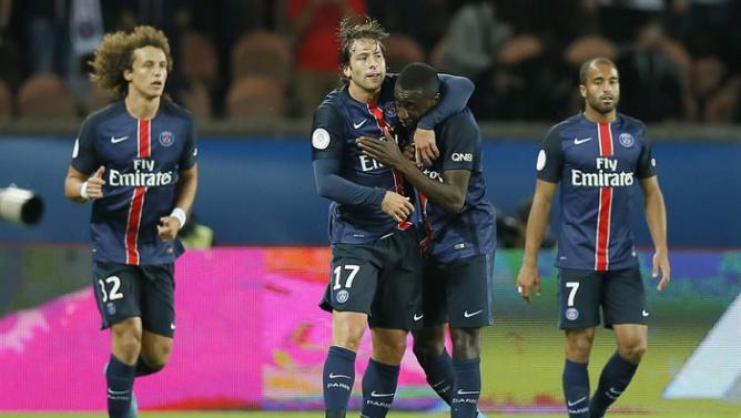 فرحة لاعبي باريس سان جيرمان بهدف بليز ماتويدي
