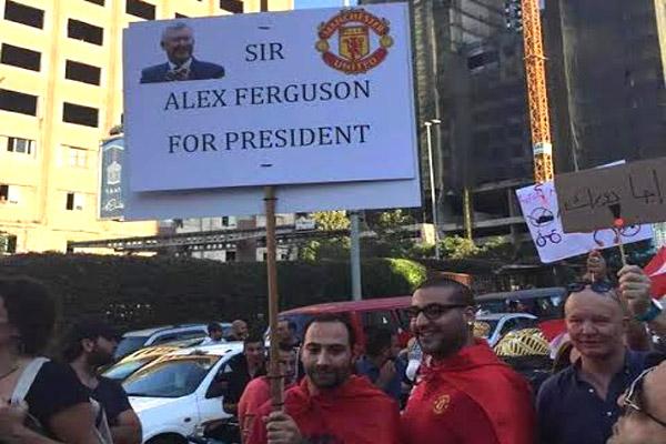 متظاهر لبناني يرشح السير أليكس فيرغسون لرئاسة بلاده