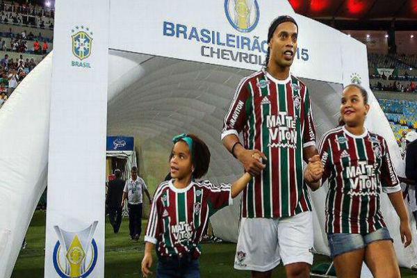 النجم الدولي البرازيلي السابق رونالدينيو
