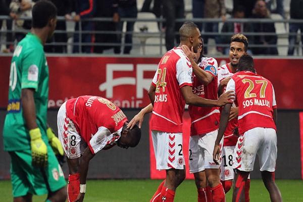 رينس إلى المركز الثالث مؤقتاً في الدوري الفرنسي