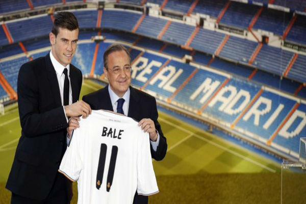 لحظة تقديم غاريث بيل لاعباً رسمياً لريال مدريد الإسباني