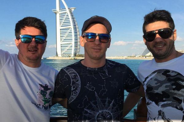 ميسي خلال زيارته دبي لحضور مؤتمر دبي الرياضي وتكريمه