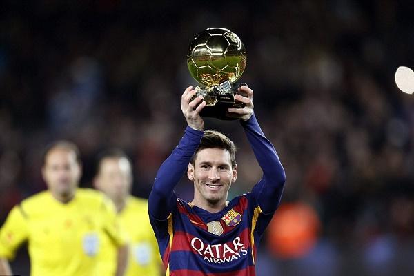 جماهير برشلونة احتفلت مع ميسي بتتويجه بالكرة الذهبية