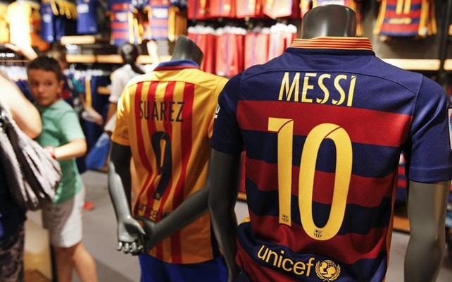 قميص ميسي الأكثر مبيعا في العالم