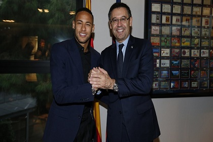 رسمياً.. نيمار يمدد عقده مع برشلونة حتى 2021