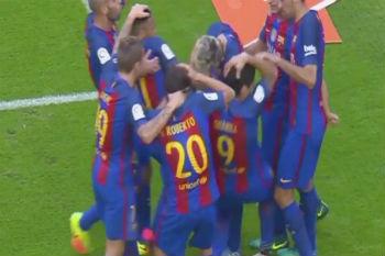 من ألقى زجاجة المياه على لاعبي برشلونة يقدم اعتذاره رسمياً