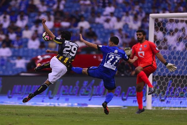 الاتحاد يحسم الكلاسيكو مع الهلال ويستعيد صدارة الدوري السعودي