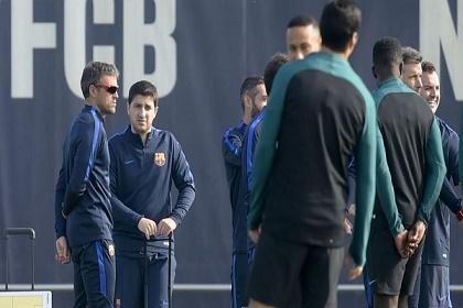 مدرب برشلونة يستبعد 10 لاعبين عن سوبر كتالونيا