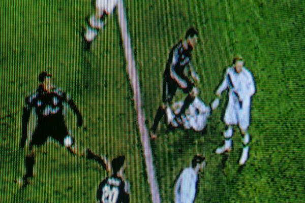 كريستيانو رونالدو يدهس أحد لاعبي ليغا وارسو البولندي