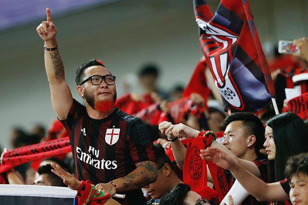 مشجعون من آسيا لميلان الإيطالي