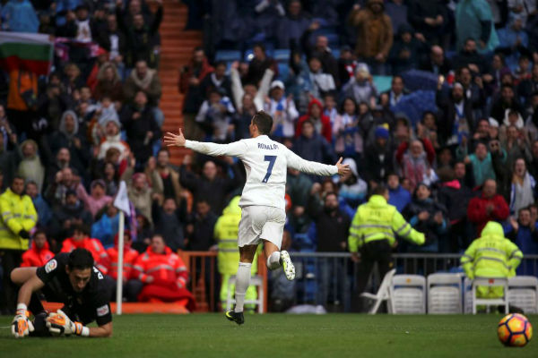 كريستيانو رونالدو يقود ريال مدريد للفوز على سبورتينغ خيخون
