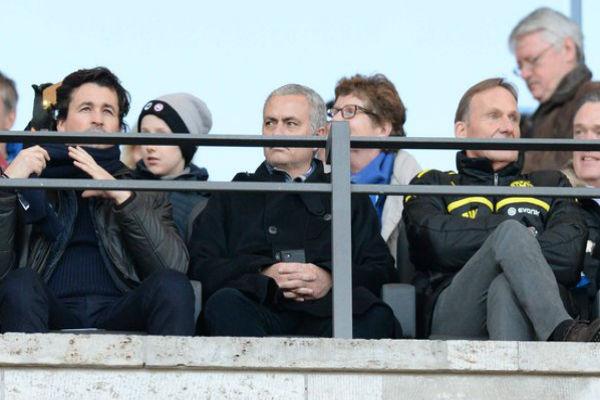 مورينيو يتابع مباراة هرتا برلين وبوروسيا دورتموند