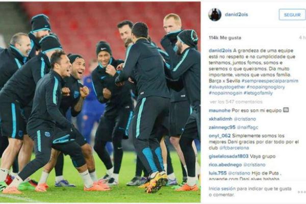 ما كتبه ألفيس على إنستغرام وصورة للاعبي برشلونة