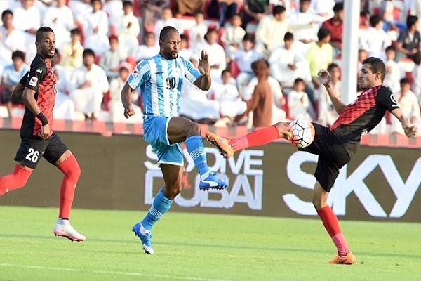 الأهلي يبتعد 4 نقاط مؤقتاً في صدارة الدوري الإماراتي