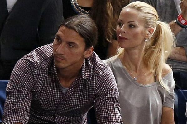 السويدي زلاتان إبراهيموفيتش رفقة زوجته