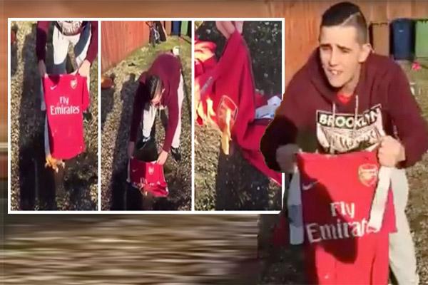 أحد مشجعي أرسنال بحرق قميص النادي للتعبير عن استيائه من تواضع نتائج