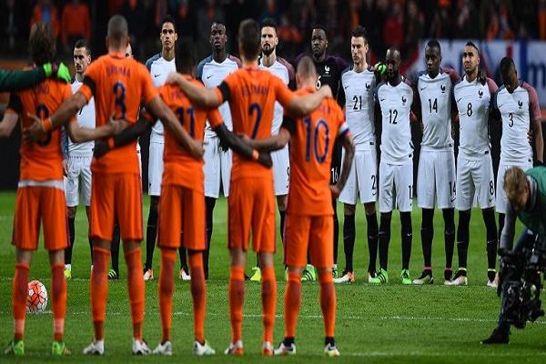 لاعبو هولندا وفرنسا وقفوا دقيقة حداد تكريماً للراحل كرويف